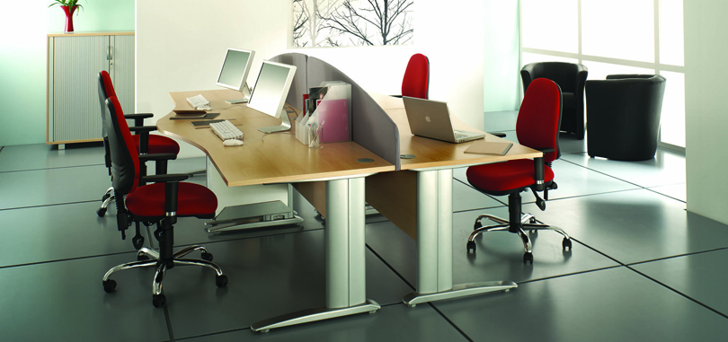Wave desk in a set with red office chairs