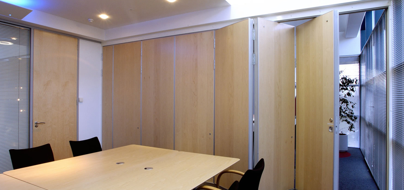 Office folding partitions in wood