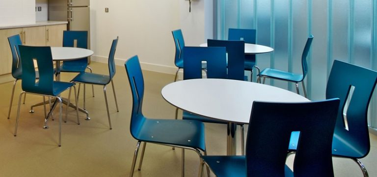 canteen-breakout-tables-communal-spaces-and-3-pods-for-canteen